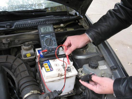 Как проверить утечку тока в автомобиле.