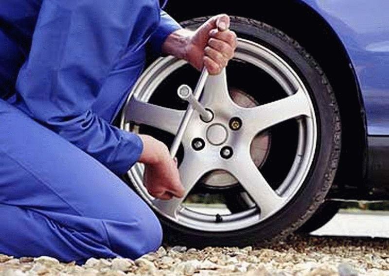Как быть если прокол колеса случился на бездорожье?