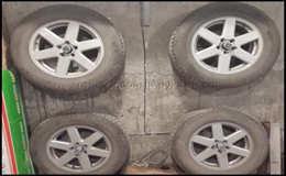 Крепление для хранения автомобильных колёс