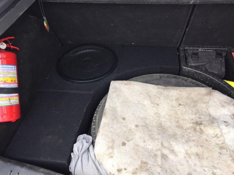 Стелс короб для сабвуфера в Форд Фокус 2 своими руками.