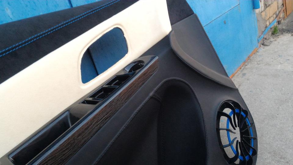 """Шумовиброизоляция материалами """"Comfort mat"""" Chevrolet Cruze — подготовка двери к инсталляции акустики на качество."""