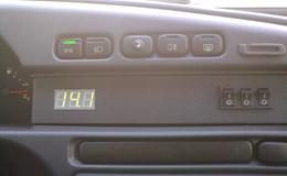 Установка цифрового вольтметра в панель автомобиля своими руками.