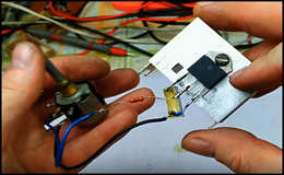 Данный регулятор мощности или попросту диммер, рассчитан на 220 вольт и спокойно выдерживает 5 кВт нагрузки, а собирается просто, даже спаять можно навесным монтажом, потому что состоит из пяти радиодеталей.