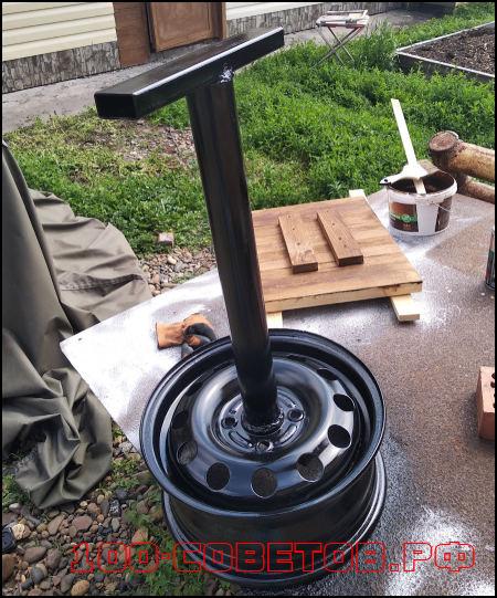 Простой, переносной столик из автомобильного диска