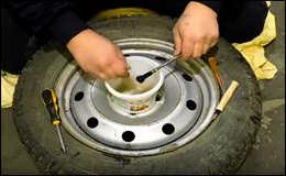 Как поменять вентиль (сосок) на колесе не снимая его?