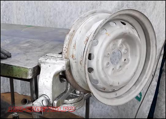 Страховочная подставка из колесного диска для авто