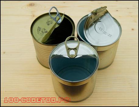 Контейнеры для хранения метизов в гараже из консервных банок