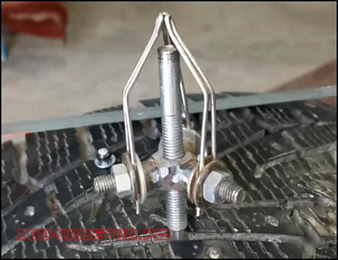 Как легко вставить недостающие шипы в шину авто?