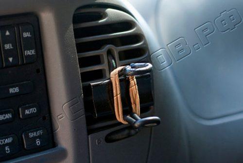 Самодельная подставка для телефона в машину